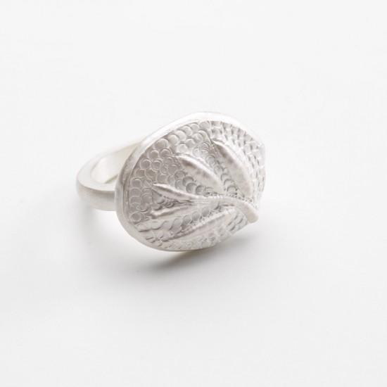 Ephemeral ring (small sprig)