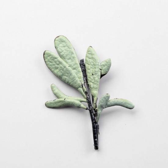 Flora brooch
