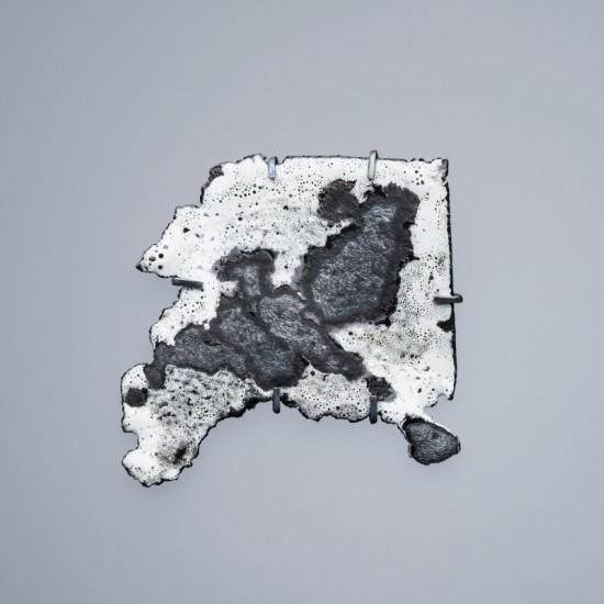 Car wreck brooch - white