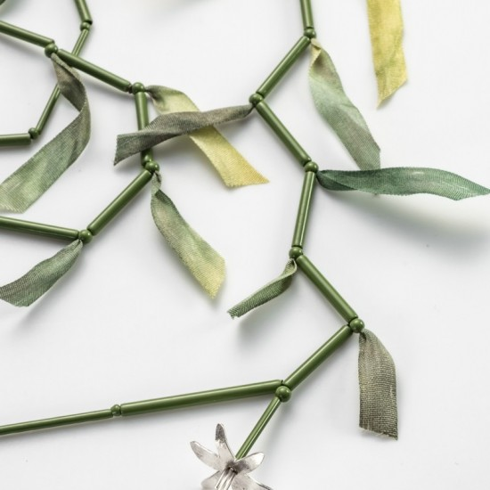 Scrambling Lily Necklace