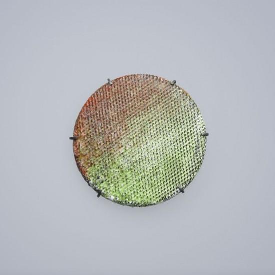 Oil filter brooch
